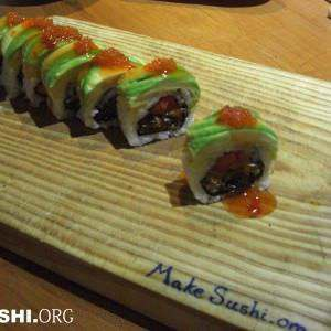 salmon-skin-sushi-roll-full-view