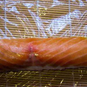 salmon-sushi-roll-placing-the-smoked-salmon-on-top