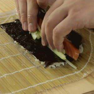 Rolling-a-simple-sushi-roll