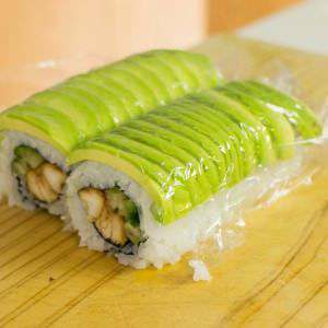 chicken-sushi-roll-cut-in-two