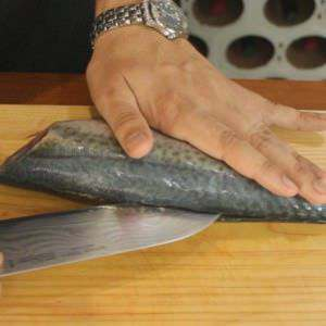 filleting-a-mackerel